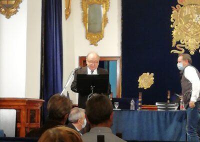 Eduardo Castro durante la lectura de su Discurso.